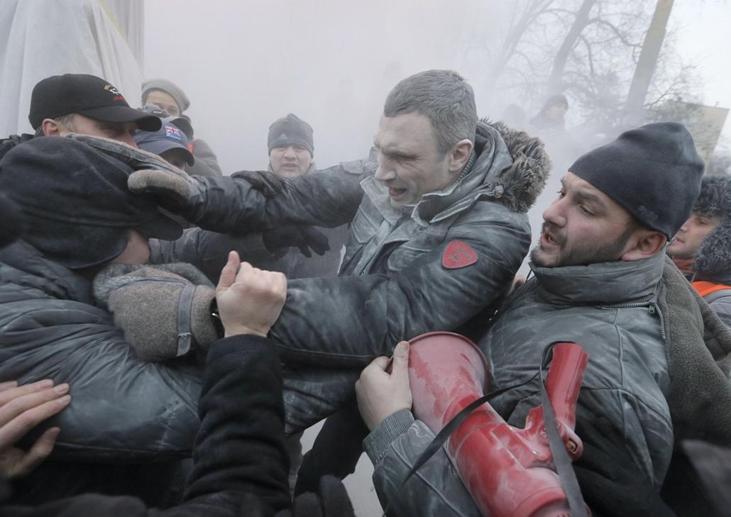 AP! január 25-ig! . 2014.01.19-20. ukrajna tüntetés zavargás, Kijev, Klicsko, EU-tüntetés