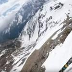 Lélegzetelállító videó: ez a két síelő lesiklik a Stelvio-hágón, de nem akárhogyan