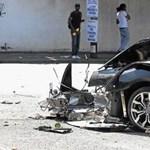 Rejtélyes baleset, két halott a kettészakadt Audi R8-ban - fotók