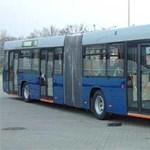 """Annyira jól halad a kormány buszgyártási stratégiája, hogy a BKV 17 éves buszokkal """"fiatalít"""""""