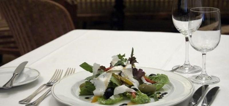 Ingyen dolgoztak a diákok a polgármester éttermében
