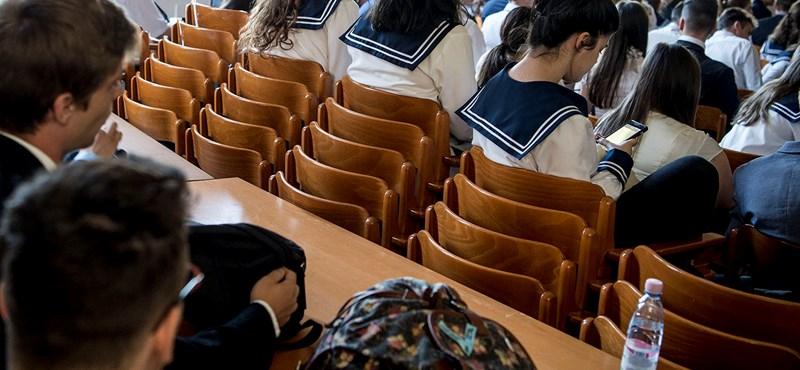 Kampánytémát is kaptak magyarból az érettségizők: akár lerobbant iskolájukól is írhatnak