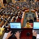 Titok marad, hogy megy-e a pornó a parlamentben