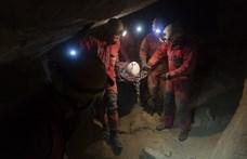 30 méteres mélységből hoztak fel egy fiatal nőt a barlangi mentők a Mátyás-hegyi-barlangból
