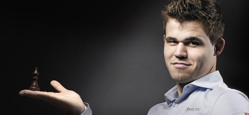 Megdöntötte a veretlenségi világrekordot a sakkvilágbajnok