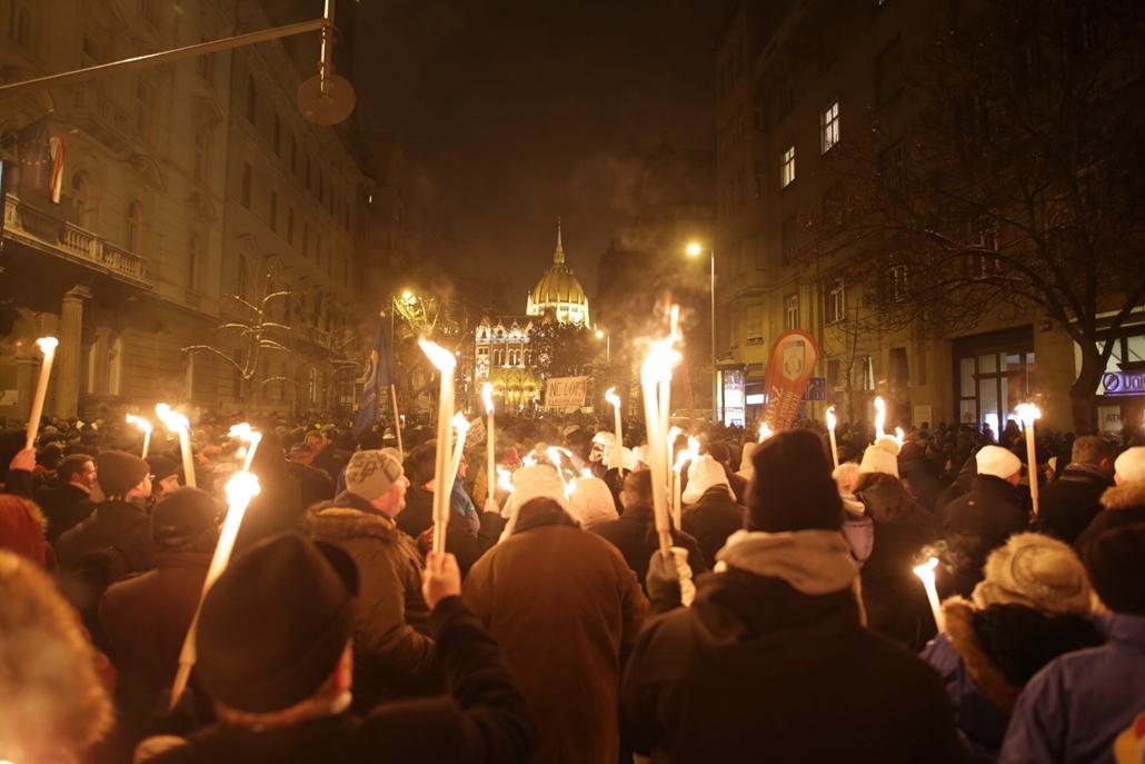 e_! 18.12.16. tüntetés a rabszolgatörvény és a különbíróságok ellen