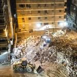 Hat hónapos túlélőt találtak az összeomlott kairói lakóház romjai között