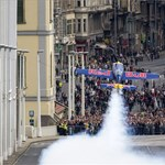 Fotók: hatalmas a füst a rakparton, elkezdődött a légi parádé