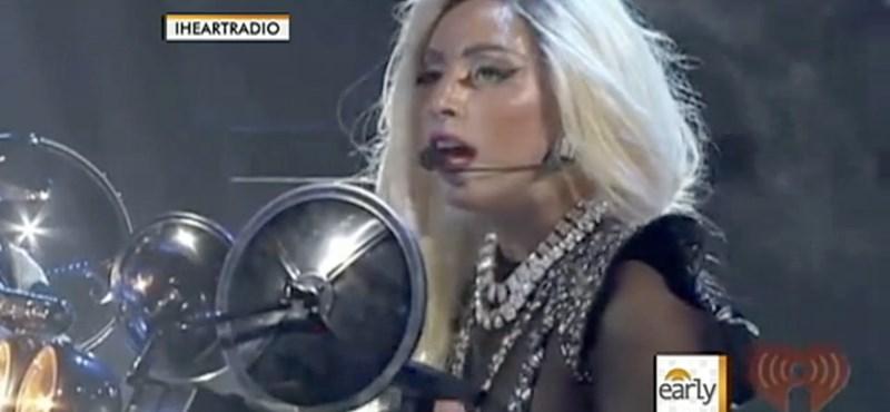 Lady Gaga koncertjén emlékezett meg az öngyilkos kisfiúról (videó)