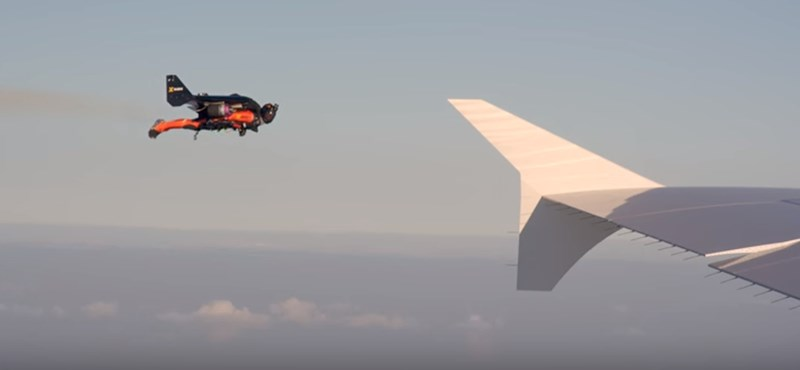 e4249cd09a63 Hihetetlen videó: repülő emberek egy Airbus közvetlen közelében