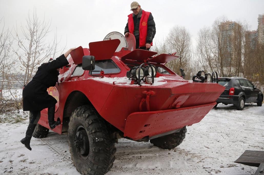AP_! - dec.15-ig_! - 14.12.01. - Szentpétervár, Oroszország: a páncélozott taxi fuvar előtti percei - 7képei