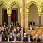 A Fidesz már arról beszél, hogy csúszik az alkotmánymódosítás Vona ultimátuma miatt