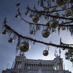 Róma karácsonyfája olyan, mint egy WC-kefe