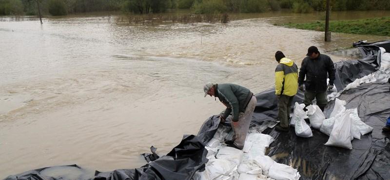 Újabb településeket zárt el az árvíz Borsodban