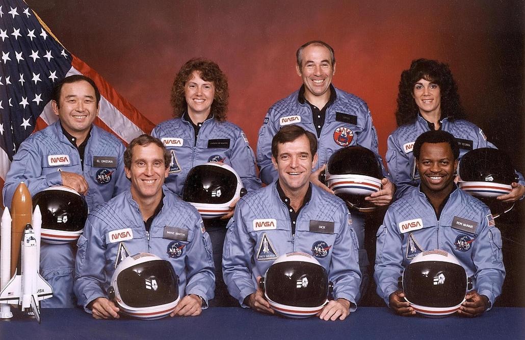 afp. Challenger-katasztrófa, STS 51-L legénysége, 1985.11. NASA, Ellison Onizuka, Christa McAuliffe, Greg Jarvis és Judy Resnik. Első sor, balról jobbra: Michael J. Smith, Dick Scobee és Ron McNair.