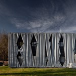 A kívülről függönyözött ház - érdekes építészeti megoldás