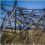 Félbehajtotta, összegyűrte a vezetéktartó oszlopokat a vihar Baranyában – fotók