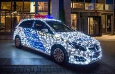 A BRFK ünnepi rendőrautót állított ki a Teve utcában – fotók