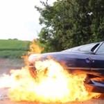 Ez történik, ha egy piromániás milliárdos kezébe kerül egy ritka Jaguar