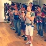 A net mai nagy dobása: hasukon a csecsemőikkel táncolnak a kispapák