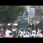 Összecsaptak az USA követségének védőivel a kairói tüntetők - videó