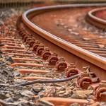 Halálra gázolt egy embert a vonat Budaörsön, kétszáz embert szállítanak le