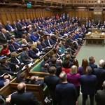 Gigafelújítás lesz, elhagyják a parlamentet a brit képviselők