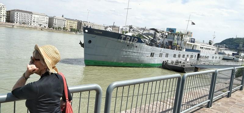 Megint a Duna-parti kövekre esett egy ember