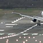 Videó: 8 pilóta sem tudta letenni a repülőgépét, alaposan megizzadtak az utasok