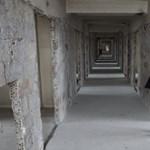 Képek: darabjaira szedték az ELTE legnagyobb kollégiumát