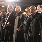 Fotók: Egymás kezét fogva gyászoltak a német vezetők, Merkel is