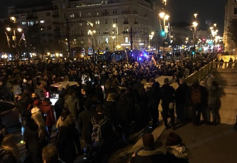 Tordai Bence a Margit hídra hívta a tüntetőket - Percről percre