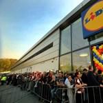 Grillcsirkék miatt fulladt majdnem verekedésbe a szerbiai Lidl-boltok megnyitója
