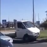 Helyszínelő rendőröknek és öt autónak hajtott neki Tapolcánál egy kisteherautó