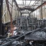 Csak a váza maradt, teljesen kiégett egy busz a Mátrában - fotók
