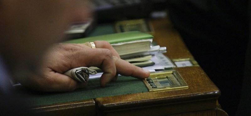 Már hétfőn szavazhat a parlament a fordított áfafizetésről