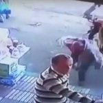 Videó: Csúnyán elbánt egy nő a zaklatóval