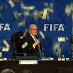 Videó: Sepp Blattert megalázták egy sajtótájékoztatón