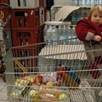 A nagy boltok vasárnapi zárva tartása a feketegazdaság katalizátora lehet