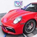 Néhány gombnyomás és közel 200 lóerőt kap az új Porsche 911
