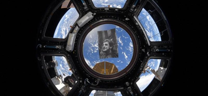 Meghatóan vett búcsút a Csubakkát játszó színésztől a Nemzetközi Űrállomás