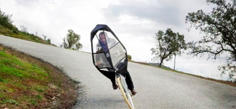 Aki látta, mind esernyőt akar a bringájára