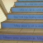 Ennél jobb lépcsőháza kevés iskolának van: fotók