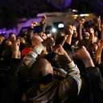Fotók: tömegek gyászolják Nelson Mandelát