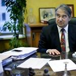 Bezárják az államadósság-kezelő vezérének bankját
