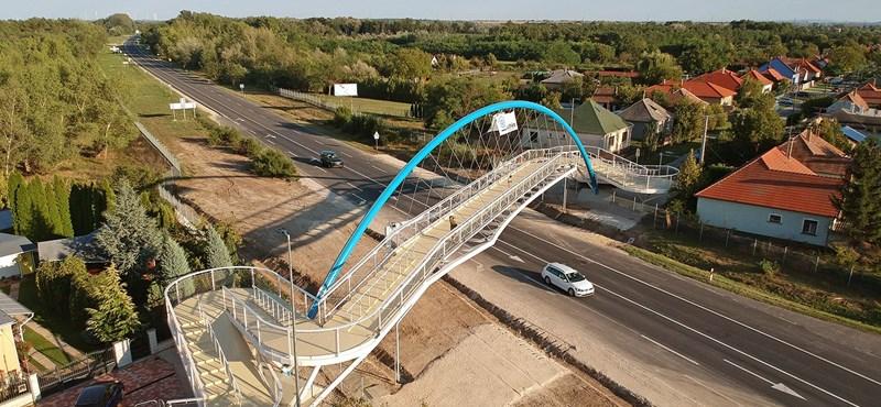 Az biztos, hogy látványos a most átadott győri gyalogoshíd