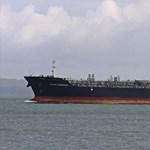 Azonosítatlan repülő tárgyakat láttak a megtámadott tankhajó matrózai