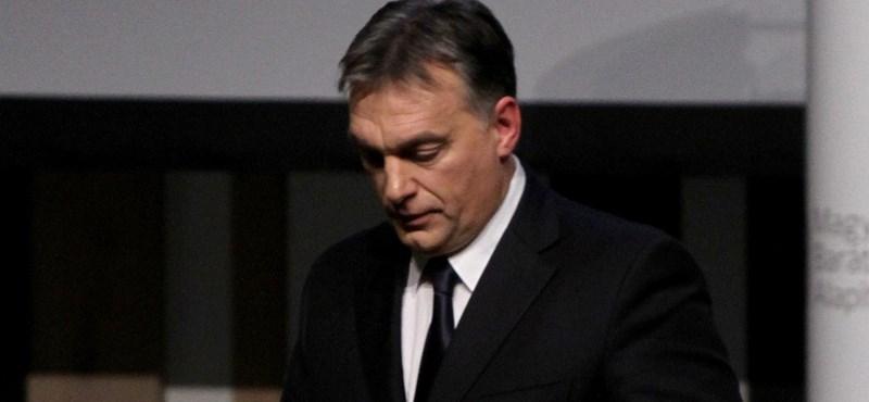 Orbán Viktor hirtelen megőszült vagy csak felhagyott a hajfestéssel? Ön dönt