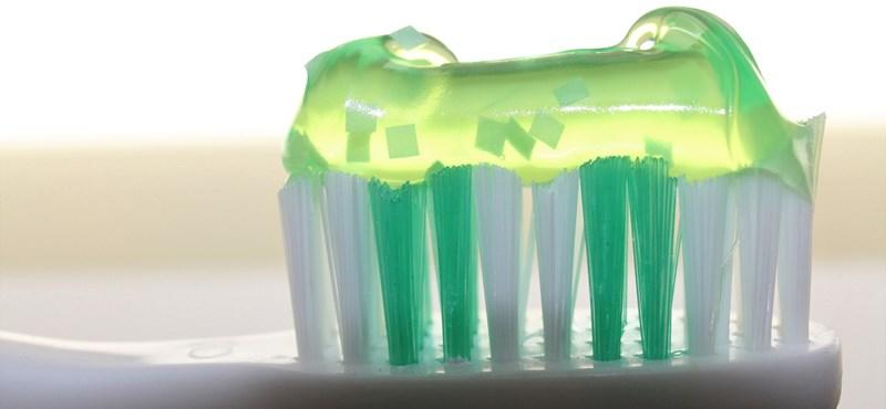 Ön mennyi fogkrémet nyom a fogkeféjére? És a gyerekének? Baj, ha túl sokat