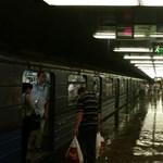 Fotók: Az Ecseri úti metrómegállóba is betört az özönvíz